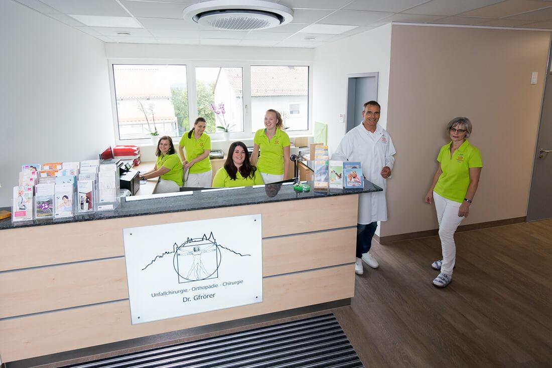 Unfallchirurg & Orthopäde Hechingen - Gfrörer - unser Team am Empfang der Praxis